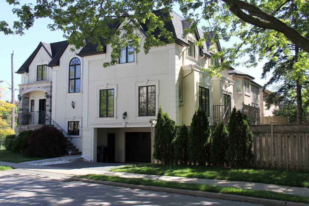 Custom home exterior design in Vaughan