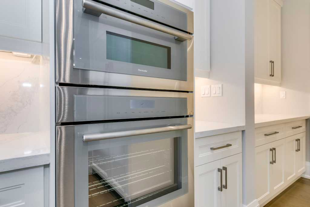 build in oven and microwave in custom kitchen - renovation contractor toronto
