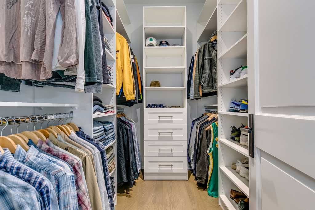 custom closet with build in storage space - home renovation toronto