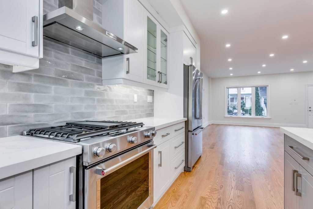 Amazing Kitchen with Build in Appliances - Custom Homes Mississauga